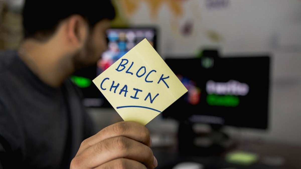 What is a blockchain developer and how do you become one?